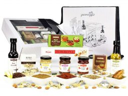 Gourmet Sensations Hamper and all the products it contains