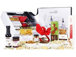 Image of the Premium Gourmet Christmas Hamper and all the products it contains