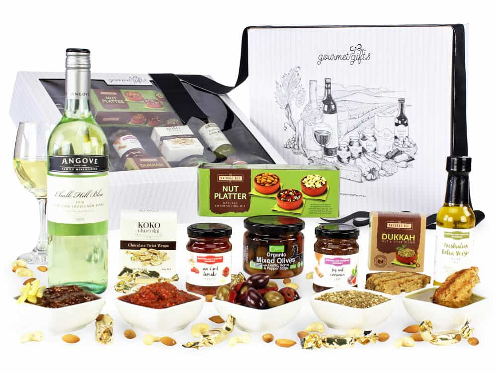 Image of the White Wine Gourmet Hamper and all the products it contains