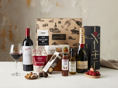 Displaying all the products contained in the Penfolds 389 & Moet Hampers